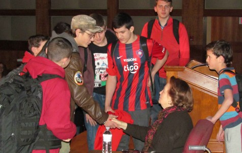 Holocaust survivor Marsha Kreuzman speaks to freshmen